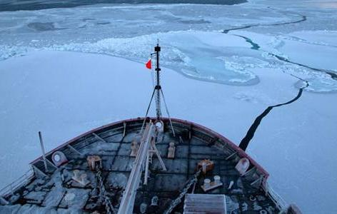 Arctic research cruise on USCG cutter Healy. (Mathis/NOAA)