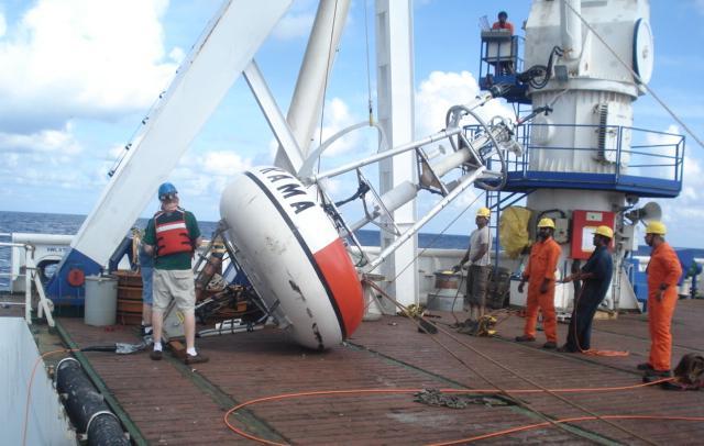 photo of the deployment of the RAMA BOBOA mooring