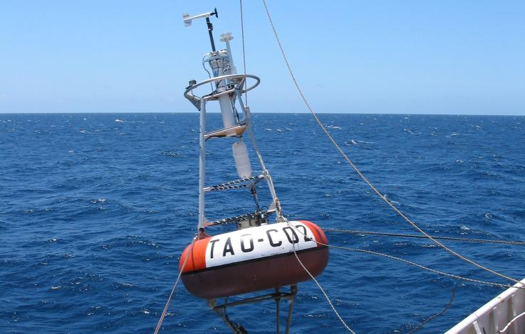 photo of TAO carbon dioxide buoy being deployed